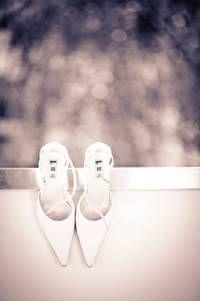 Spitz ist spitze! Diese Brautschuhe sind ein romantischer Traum in purem Weiß. Charmewedd.de hat sie wirklich wunderbar eingefangen...