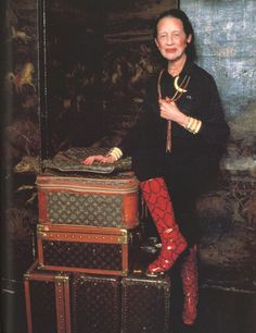 Diana Vreeland in Roger Vivier Boots, photographed by Jonathan Becker for Vanity Fair Magazine, 1979 Diana Vreeland, Vogue, Glamour, Looks Style, My Style, Harper's Bazaar, Advanced Style, Great Love Stories, Fashion Mode