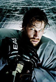 Peter Forsberg - one of the best hockey players ever Hockey Rules, Hockey Teams, Hockey Stuff, Hockey Shot, Ice Hockey, Peter Forsberg, Portrait Lighting Setup, Hockey Pictures, Peter The Great