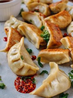 Chicken dumplings uses fresh and dried shiitake mushrooms to give them a deep, meaty flavor. Chicken dumplings totally stand up to the usual pork dumplings! Dumplings Receta, Best Dumplings, Dumpling Recipe, Steamed Dumplings, Chinese Chicken Dumplings, Making Dumplings, Dumpling Filling, Homemade Dumplings, Vegetable Dumplings