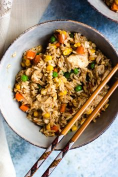 Instant Pot Chicken Fried Rice - The Foreign Fork % This Instant Pot Chicken Fried rice is amazing! It tastes just like takeout fried rice and is simpler than even picking up the phone to order Chinese. And it cooks in 4 minutes! Easy Rice Recipes, Rice Recipes For Dinner, Asian Recipes, Breakfast Recipes, Kid Recipes, Chinese Recipes, Summer Recipes, Instant Pot, Frozen Chicken Recipes
