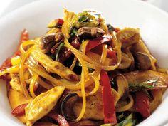 Food Challenge, Linguine, Wok, Japchae, Foodies, Healthy Recipes, Healthy Food, Spaghetti, Food Porn