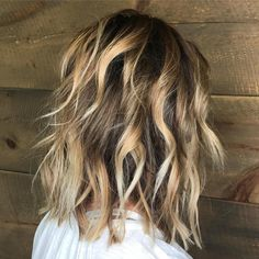 70 Best Variations of a Medium Shag Haircut for Your Distinctive Style Razored Caramel Blonde Balayag. Balayage Lob, Chunky Blonde Highlights, Bright Blonde Hair, Hair Highlights, Caramel Highlights, Color Highlights, Light Blonde, Medium Hair Styles, Curly Hair Styles