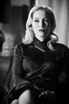 Gillian Anderson in Hannibal Season 3 Gillian Anderson, Female Actresses, Actors & Actresses, X Files, Manequin, Sir Anthony Hopkins, Sister Day, Famous Women, Bikini Girls