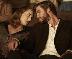 The Dressmaker - Publicity still of Kate Winslet & Liam Hemsworth. The image measures 5184 * 3456 pixels and was added on 6 March Kate Winslet, Movie Couples, Cute Couples, Drama And Romance Movies, The Dressmaker Movie, The Longest Ride Movie, Hemsworth Brothers, Kissing In The Rain, Look Into My Eyes