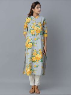 10 Best Kurti Designs that Ruled in 2017 Kurta Designs, Kurti Designs Party Wear, Blouse Designs, Muslim Women Fashion, Indian Fashion, Casual Frocks, Casual Dresses, Designer Kurtis Online, Kurti Styles
