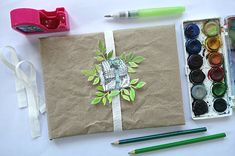 inspiration: rustical and ecological gift wrapping tutorial Gift Wrapping Tutorial, Wraps, Tableware, Gifts, Inspiration, Biblical Inspiration, Dinnerware, Presents, Tablewares