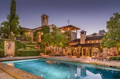 Former San Francisco quarterback Joe Montana is selling his vast Tuscan-style home in Napa Valley, complete with olive groves. Joe Montana, Tuscan Grill, Tuscan Style Homes, Blue Shutters, Italian Villa, Mediterranean Home Decor, Outdoor Swimming Pool, Swimming Pools, Maine House