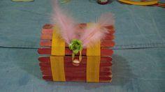 chest with popsicle sticks subtitle /Cofre con palitos de helado subs......