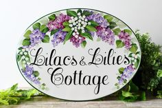 This is a personalized house sign, entirely hand painted on porcelain plaque on different dimensions (read below). A custom sign with a beautiful composition of lillacs and lilies of the valley . This sign is perfect for outdoor use with numbers and address, or with your family name or house name. This personalized house sign for home, is perfect to increase the visibility of your address with a touch of personality. Perfect as wedding gift.  *Please note: every design you see in my shop, is…