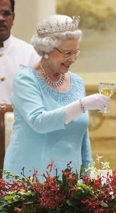 Queen Elizabeth…….THE WONDERFUL, QUEEN WHO SEEMS TO GET MORE LOVELY AS THE YEARS ROLL BY……….ccp