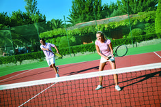 """Playa Montroig Camping Resort, actividades """"fuera del agua"""" durante otoño Costa, Relax, Holidays, Sports, The Great Outdoors, Elopements, Water, Tourism, Beach"""