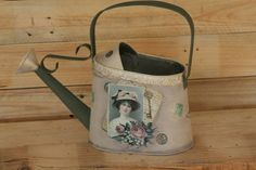 Watering Can, Altered Art, Pallets, Woods, Decoupage, Art Projects, Decorating Ideas, Tin Cans, Flat Irons