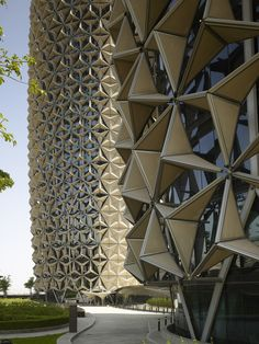 Light Matters: Mashrabiyas - Translating Tradition into Dynamic Facades,'Mashrabiya' facade at Al Bahr Towers, Abu Dhabi, UAE. Architecture: Aedas UK. Image © Christian Richters