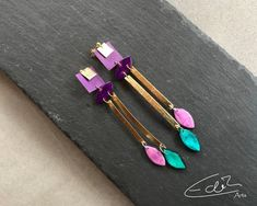 Freue mich, euch diesen Artikel aus meinem Shop bei #etsy vorzustellen: Elegante handgefertigte lange Ohrringe in Gold und Lilatönen #ohrringe #gold #bohohippie Purple Earrings, Elegant, Artisan Jewelry, Statement Earrings, Turquoise Bracelet, Etsy Seller, Hair Accessories, Bracelets, Earrings Handmade