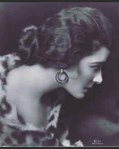"27 Likes, 2 Comments - Georgiana Scott Jewellery (@georgianascottjewellery) on Instagram: ""💡Vintage hoops. 📽 - - #hoops #vintage #vintagephoto #archives #blackandwhite #hoopearrings #fashion…"""