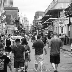 Reposting @saintfacetious: Walking down #BourbonStreet in #NewOrleans. Check buff.ly/2fv1FiW for more.⠀ ⠀ #nola #nawlins #party #oldtown #blackandwhite #bw #usa #louisiana #la #travel #travelblog #travelblogger #blogger
