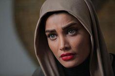 تینا آخوندتبار – Tina AkhoondTabar Iranian Actors, Persian People, Iranian Beauty, Beauty Full, Hijab Fashion, Google Search, Singers, Tv