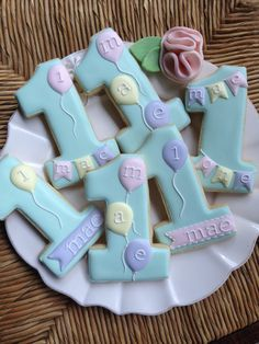 Number cookies are a great idea for birthday celebrations - no matter what age! Cookies For Kids, Fancy Cookies, Iced Cookies, Cute Cookies, Royal Icing Cookies, Cupcake Cookies, Sugar Cookies, Iced Biscuits, Cookies Et Biscuits