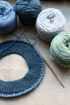 Things all knitters should know. A list of useful links for knitters. - Not a bad list! I always have to look up Kitchener.