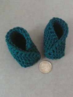 just made these today, super easy!! newborn baby booties