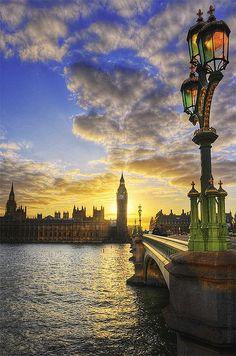 日落,英国伦敦,泰晤士河。