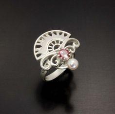 Pink tourmaline and cultured pearl ring of fan motif by KAZNESQ,(C)Kazuhiko Ichikawa