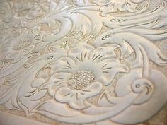 Leather Craft:Carving could be cool on a leather jacket Leather Carving, Leather Art, Leather Jewelry, Tooled Leather, Leather Projects, Leather Crafts, Leather Tooling Patterns, Sewing Crafts, Diy Crafts