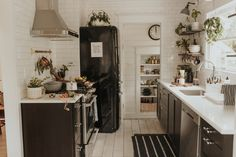 The Nordroom - Serene black and white kitchen