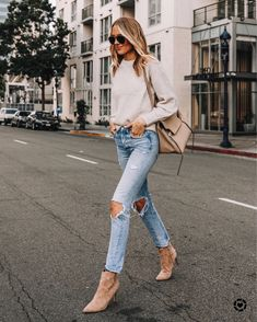 Fashion Jackson Wearing Everlane Beige Sweater Boyish Ripped Jeans Nine West Tan Suede Stiletto Booties Celine Belt Bag Fall Winter Outfits, Spring Outfits, Winter Fashion, Amy Jackson, Jackson Instagram, Booties Outfit, Fashion Jackson, Beige Sweater, Suede Booties