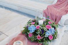 στολισμος γαμου με παιωνιες Wedding Decorations, Table Decorations, Glass Vase, Floral Wreath, Wreaths, Home Decor, Floral Crown, Decoration Home, Door Wreaths