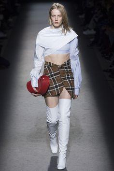 Jacquemus Parigi - Spring Summer 2020 Ready-To-Wear - Shows - Vogue. Catwalk Collection, Couture Collection, Kintsugi, Vogue Paris, Fashion Week, Fashion Show, Women's Fashion, Luxury Fashion, Jacquemus