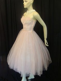 Original Vintage Dresses for Women 50s Prom Dresses, Tulle Prom Dress, Vintage Dresses, Vintage Outfits, Formal Dresses, Pink Fashion, Vintage Fashion, Pink Tulle, Playing Dress Up