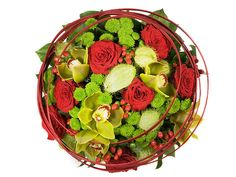 Discover this splendid bouquet in Asian style with burgundy roses, green santini, hypericum, asclepia fruits and majestic orchids. Christmas Flowers, Christmas Gifts, Gift Delivery, Orient Express, Send Flowers, Asian Style, Gift Baskets, Orchids, Serving Bowls