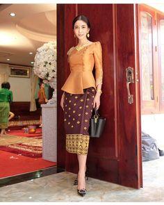 Dress brokat pendek modern 45 Ideas for 2019 Kebaya Lace, Kebaya Dress, Batik Kebaya, Myanmar Traditional Dress, Thai Traditional Dress, Traditional Outfits, Batik Fashion, Ethnic Fashion, Asian Fashion