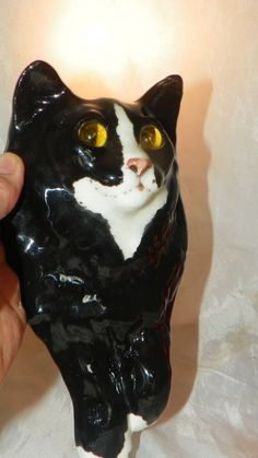 VINTAGE WINSTANLEY WALL HANGING CAT GLASS EYES - LIFETIME COLLECTION  $1.00 !