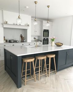 nice Finding the Best Choose the best color for small kitchen remodel The One Thing . Nice Finding the Best Choose the Best Color for Small Kitchen Remodel The Right One for Choose the Open Plan Kitchen Living Room, Home Decor Kitchen, Interior Design Kitchen, New Kitchen, Kitchen Designs, Awesome Kitchen, Kitchen Hacks, Closed Kitchen, 10x10 Kitchen