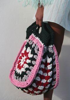 Transcendent Crochet a Solid Granny Square Ideas. Inconceivable Crochet a Solid Granny Square Ideas. Crochet Beach Bags, Crochet Tote, Crochet Handbags, Crochet Purses, Love Crochet, Bead Crochet, Diy Crochet, Beautiful Crochet, Crochet Summer
