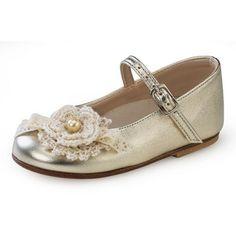 Παπούτσια βάπτισης για κορίτσι σε χρυσό χρώμα με πλεκτό λουλουδάκι PLK 83 Loafers, Shoes, Fashion, Travel Shoes, Moda, Zapatos, Moccasins, Shoes Outlet, Fashion Styles