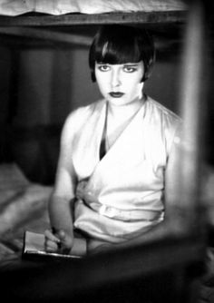 Image result for louise brooks Louise Brooks, Film Muet, Film Noir, Hollywood Actresses, Old Hollywood, Classic Hollywood, Lost Girl, Dvd Blu Ray, Silent Film