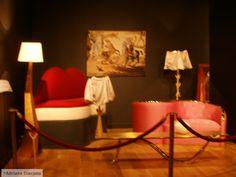 Stau tolănit în fotoliu, e tîrziu, Vara s-a dus… Nu visez, nu mă gîndesc la nimic, o lenevie îmi inundă creierul… Lighting, Chair, Photography, Furniture, Home Decor, Fernando Pessoa, Photograph, Decoration Home, Room Decor