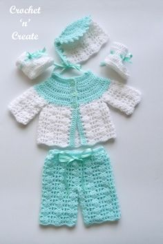 Sweet premature baby outfit, crochet this free baby crochet pattern for special care baby units or it will fit a 16 inch in length doll. Go to crochetncreate to get the pattern. #crochet #babycrochetpattern #dollscrochet #freecrochetpatterns #freebabycrochetpattern Crochet Baby Cardigan Free Pattern, Baby Romper Pattern, Baby Boy Knitting Patterns, Newborn Crochet Patterns, Baby Sweater Patterns, Crochet Baby Beanie, Preemie Crochet, Crochet Patron, Crochet Doll Dress