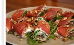 See the photo of titled More Tapas! Meat rolls with arugula, Philadelphia and pine nuts and other inspiring pictures on Spaaz. - - IdeasInformations About Sehe dir das Foto von mit dem Titel Noch mehr Tapas! I Love Food, Good Food, Yummy Food, Tasty, Healthy Snacks, Healthy Recipes, Eat Healthy, Antipasto, Appetizer Recipes