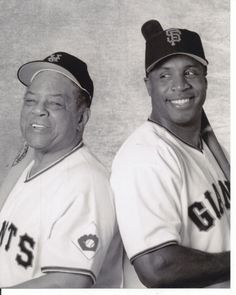 Barry Bonds with his Godfather Willie Mays. Giants Players, Baseball Players, Baseball Cards, Sports Images, Sports Photos, Tim Hudson, San Francisco Giants Baseball, Mlb The Show, Pete Rose