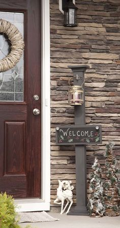 DIY Chalkboard Welcome Sign and Sign Post. I would love this!