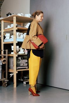 The complete Roksanda Pre-Fall 2018 fashion show now on Vogue Runway. 3c8d3509c5565