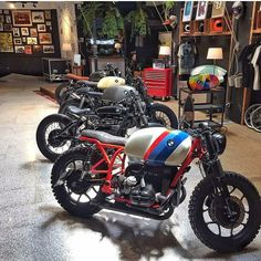 5 sweet BMW builds by Cafe Racer Dreams in their new showroom Bmw Cafe Racer, Custom Cafe Racer, Cafe Racer Motorcycle, Cafe Racers, R65, K100, Bike Bmw, Bmw Motorcycles, Vintage Motorcycles