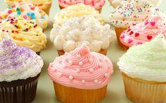 Viimeistele ihanat cupcaket värikkäällä kuorrutuksella! Tällä tuorejuustokuorrutteella onnistut takuuvarmasti.