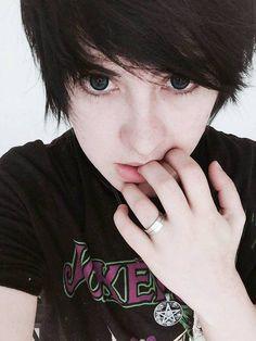 #BlouDraak  Big eyes blue CL Ulzzang Boy Geek paleskin