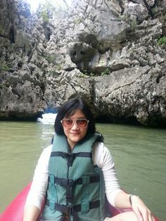 Sea canoeing experience at Talu Island